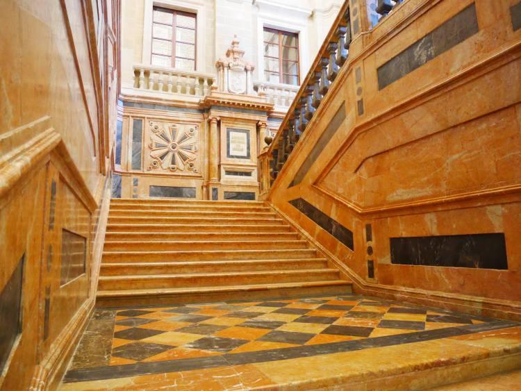 Escalier de marbre aux archives générales des Indes, Séville