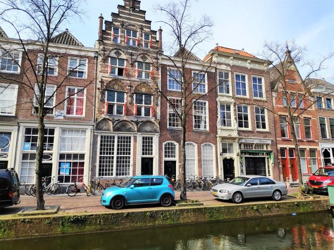 Rue, canal et maisons de Delft