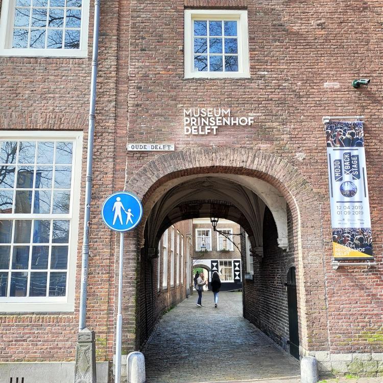 Vue sur entrée Musée Prinsenhof à Delft