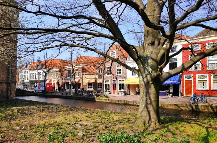 Canal et maisons typiques de Delft