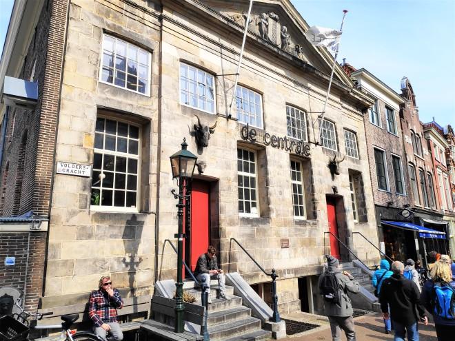 Beau bâtiment à Delft
