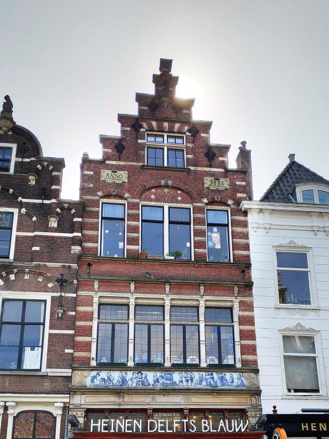 Commerces sur la place de Delft