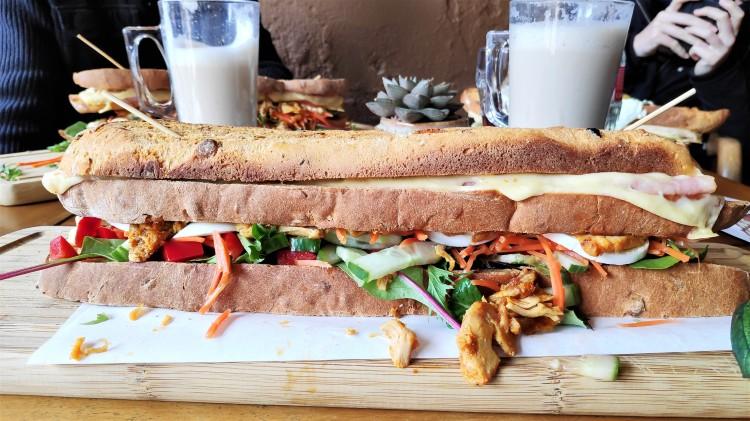 Mega clubsanwich chez Bakker Suikerbuik à Delft