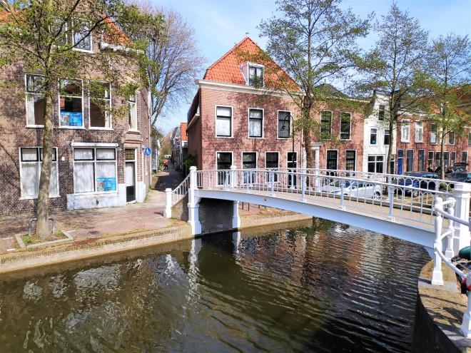 Pont et canal à Delft