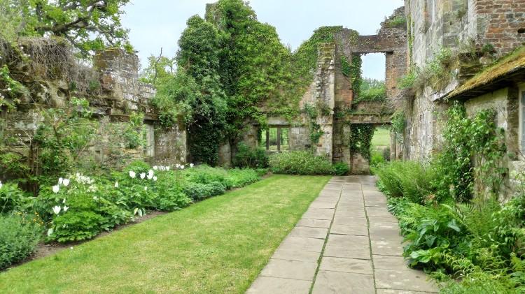 Les ruines de Scotney Castle