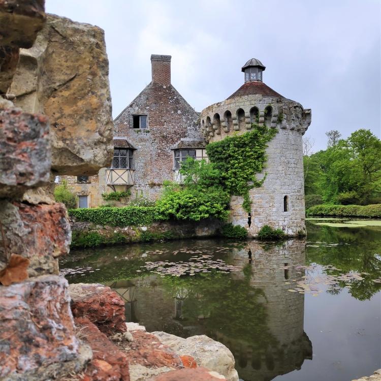 Les ruines du vieux château de Scotney Castle