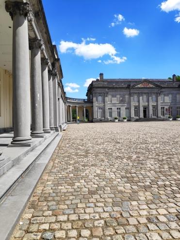 L'élégante cour du Château de Seneffe