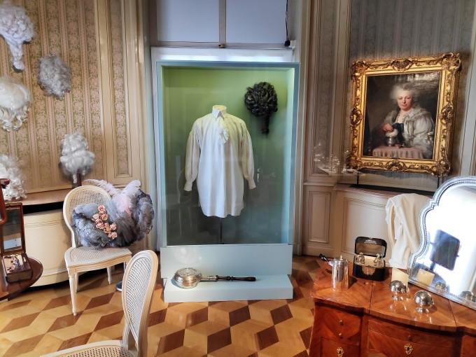 Exposition temporaire à l'étage du Château de Seneffe