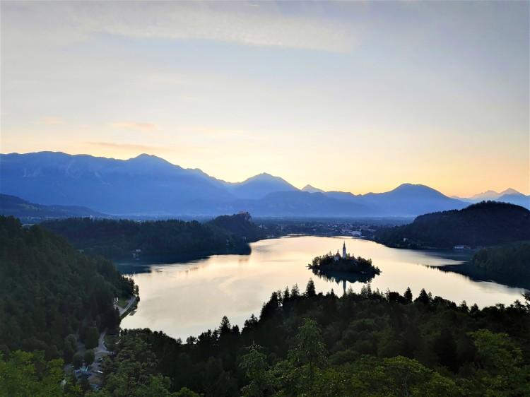 En attendant le lever de soleil sur le Lac de Bled