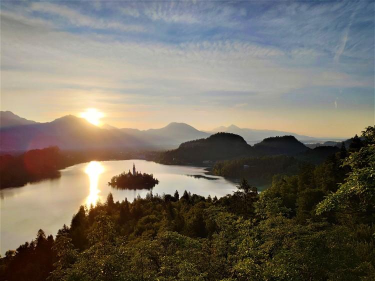 Lever de soleil sur le Lac de Bled en Slovénie