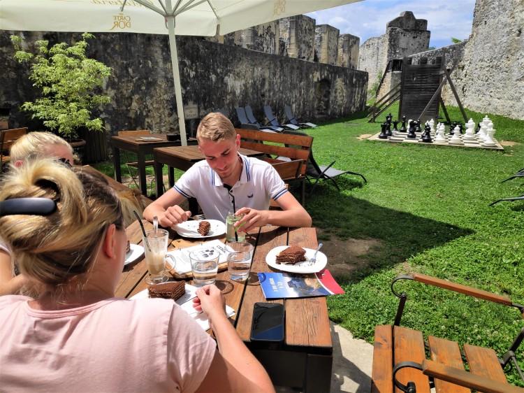 Déjeuner au Château de Celje