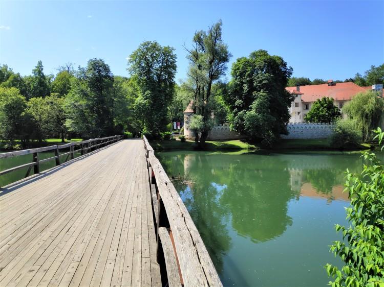 Rivière Krka et château d'Otocec
