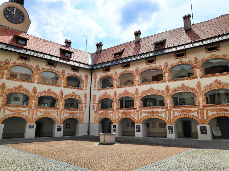 Cour intérieure du Château Gewerkenegg à Idrija en Slovénie