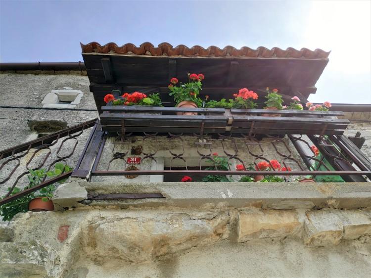 Maison fleurie à Stanjel, Slovénie