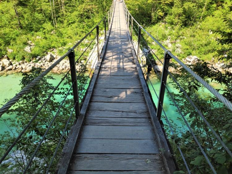 Pont en bois sur la rivière Soca