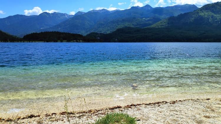 Le calme et sauvage lac de Bohinj