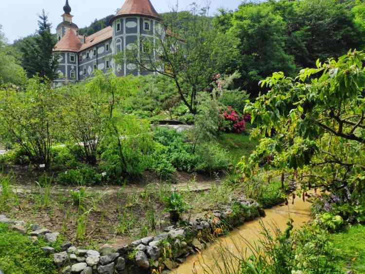 Superbe monastère de Olimje et ses jardins