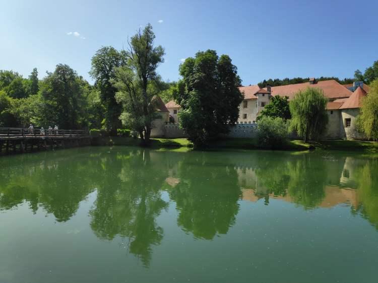 Château Otocec et rivière Krka, Slovénie