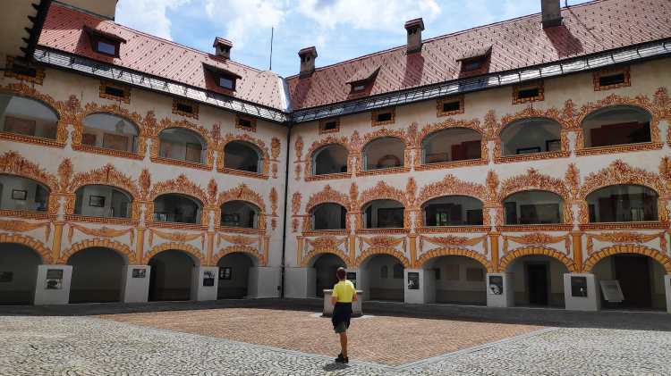Le château de Gewerkenegg à Idrija en Slovénie