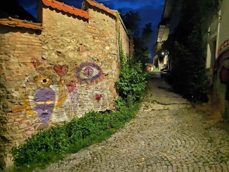 Ruelle la nuit vers le château de Ljubljana