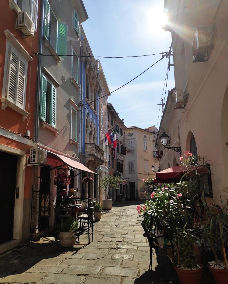 Les jolies rues et maisons de Piran, Slovénie