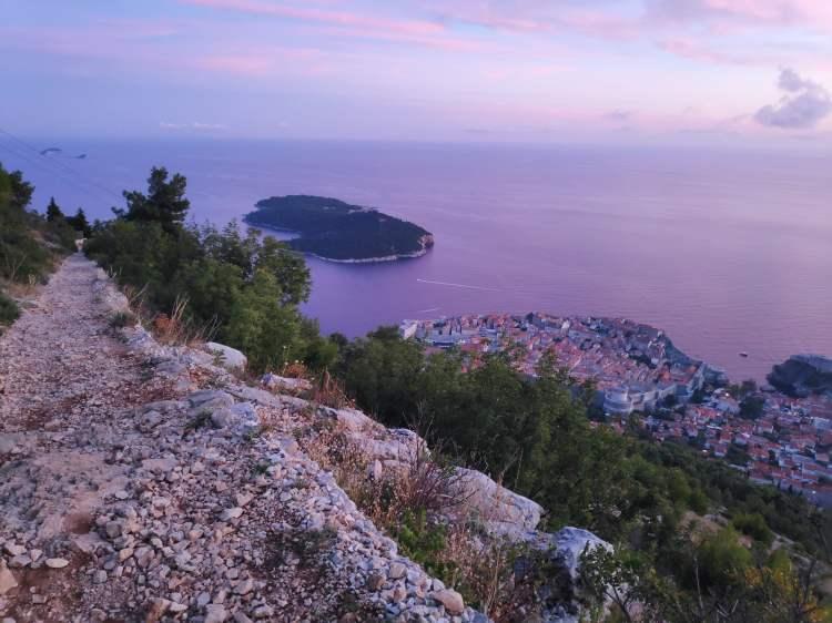 Descendre à pieds du mont Srd vers Dubrovnik