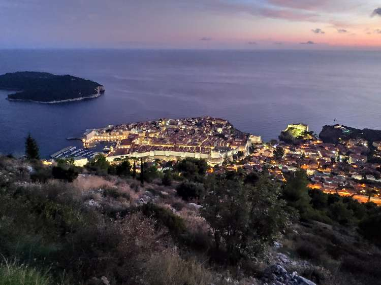La nuit s'installe sur Dubrovnik