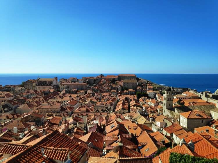 Vue sur les toits de Dubrovnik depuis les remparts