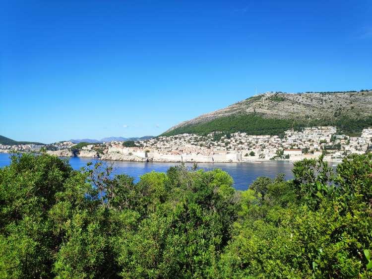 Vue sur Dubrovnik depuis île de Lokrum