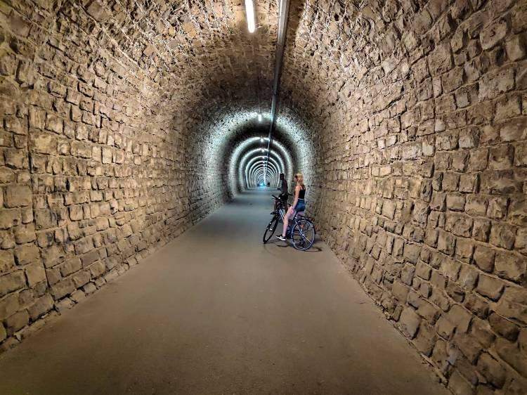 Tunnel sur le sentier Parenzana en Slovénie