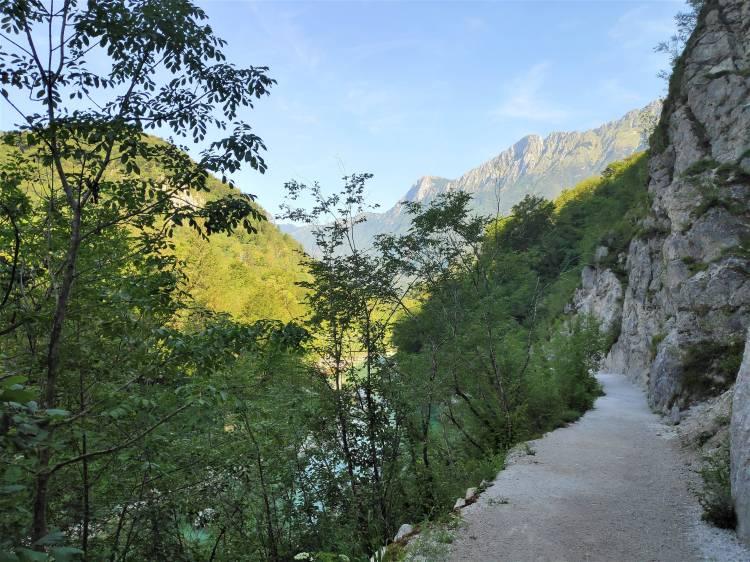 Sentier vers la cascade de Kozjak