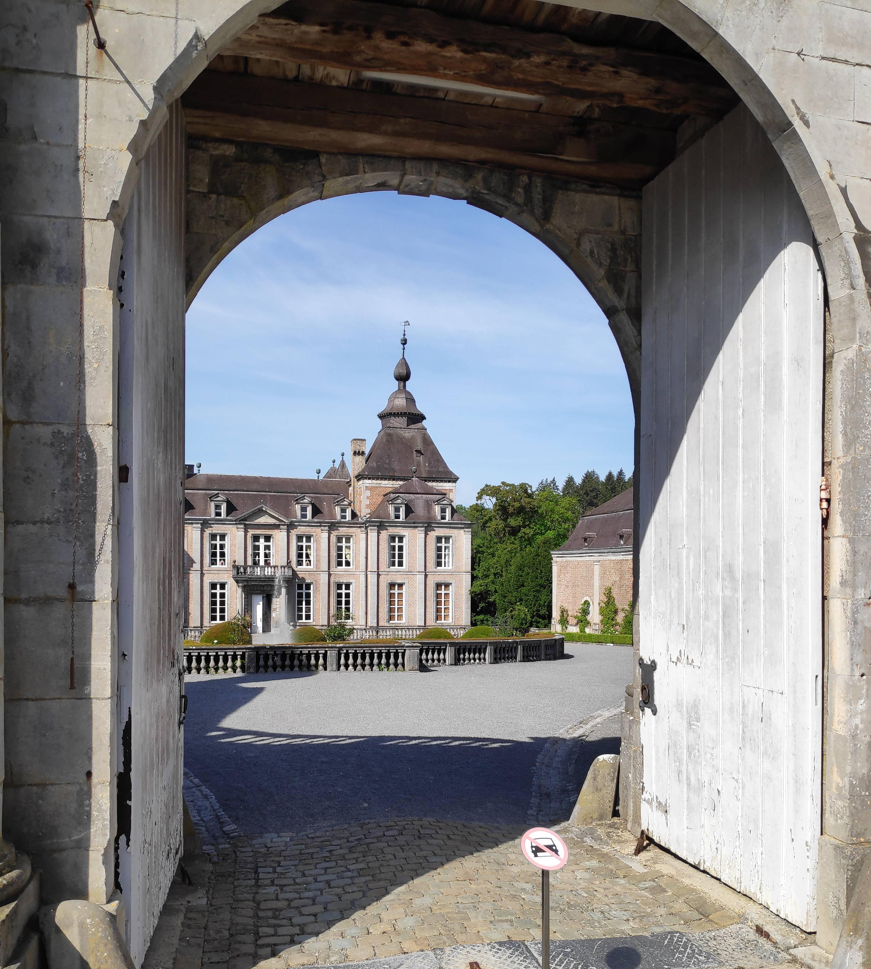 Porche d'entrée au château de Modave