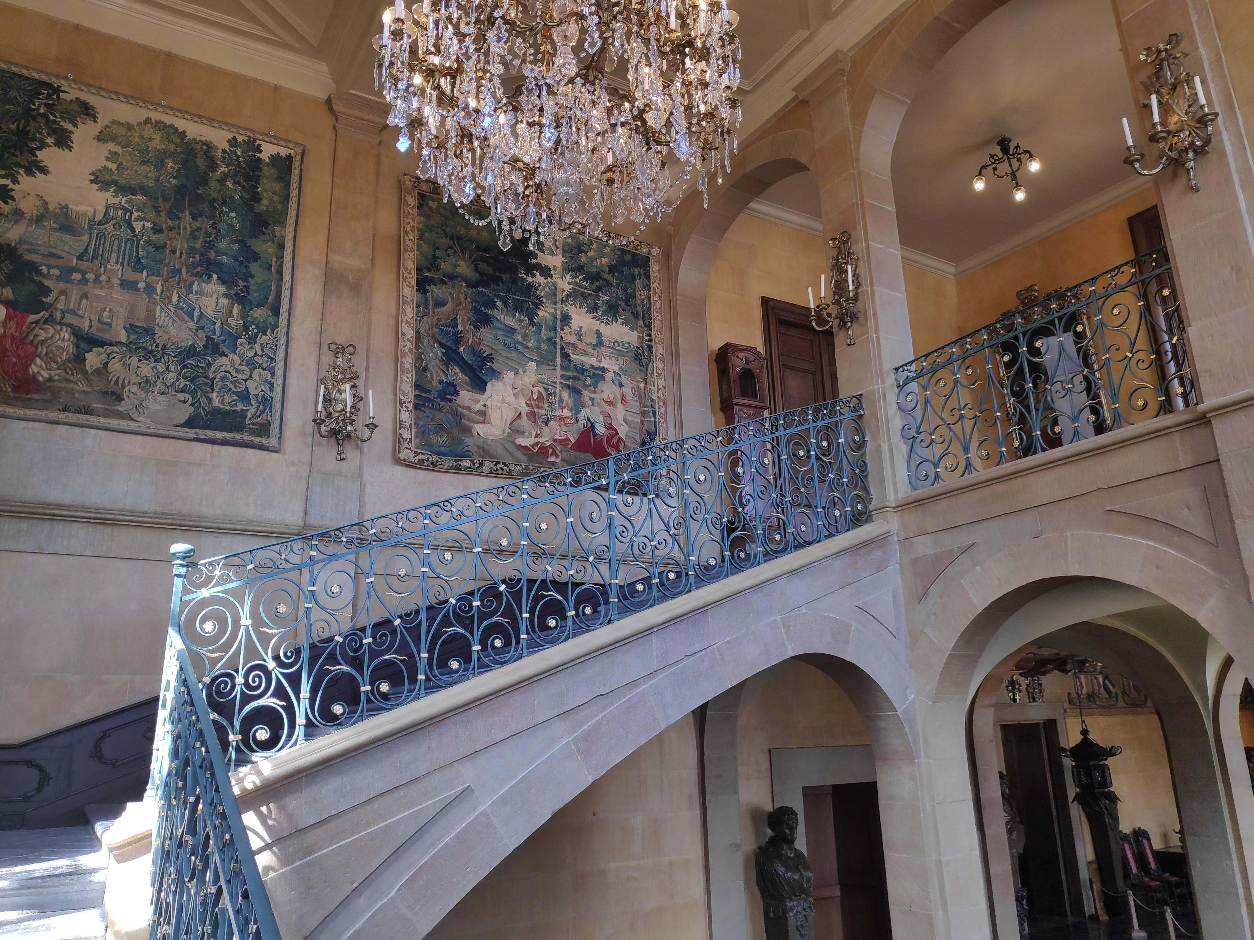 Escalier monumental au Château de Modave