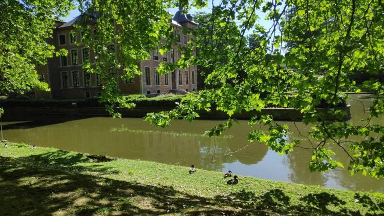 Autour du château de Coloma. Sint-Pieters-Leeuw